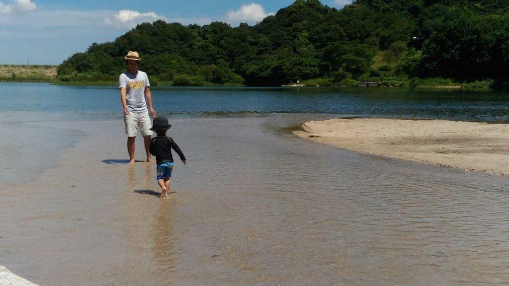 福岡の牛頸ダムの小川は子供にもおすすめ