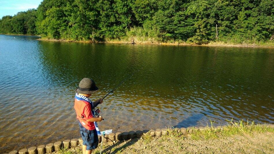 子供 釣りやすい ブラックバス 島根 菰沢オートキャンプ場 家族 ブログ おすすめ