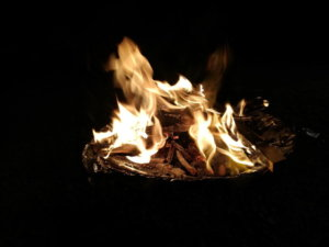 冬キャンプの焚火